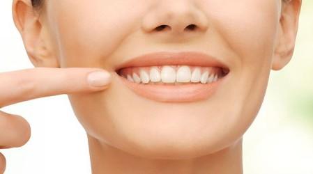13 métodos naturales para blanquear los dientes