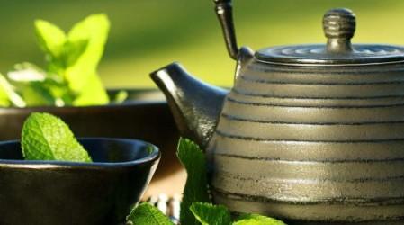 La manera correcta de beber té verde para bajar de peso
