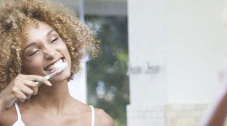 Cómo deshacerte de una infección en las encías (gingivitis) de forma natural