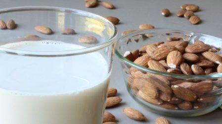 ¿Cómo usar leche de almendras para el reflujo ácido? (7 Formas)